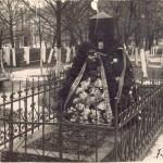 Могила Н.А.Бенеша 1959 год.